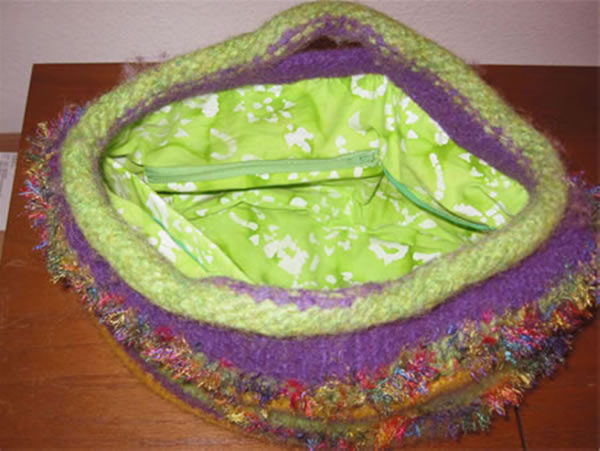 http://www.persistentillusion.com/blogblog/fo/funky-felted-buttonhole-bag