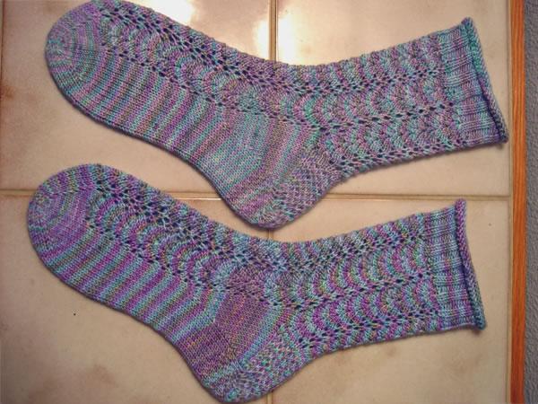 http://www.persistentillusion.com/blogblog/fo/lace-socks-for-e