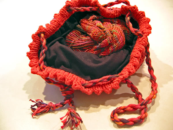http://www.persistentillusion.com/blogblog/fo/red-tote-bag