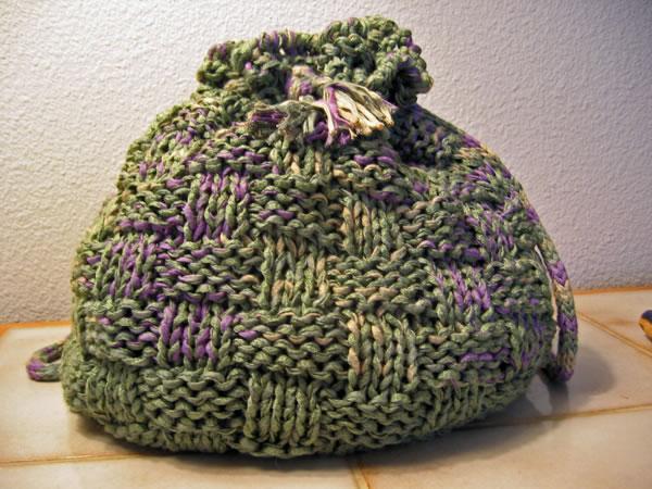 http://www.persistentillusion.com/blogblog/fo/sage-basket-weave-tote