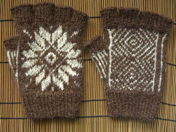 http://www.persistentillusion.com/blogblog/fo/fingerless-gloves-two