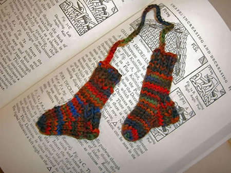 http://www.persistentillusion.com/blogblog/fo/teeny-tiny-sock-bookmark