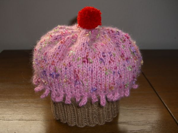 http://www.persistentillusion.com/blogblog/fo/cupcake-hats