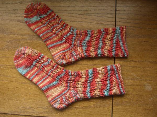 http://www.persistentillusion.com/blogblog/fo/tipsy-knitter-socks